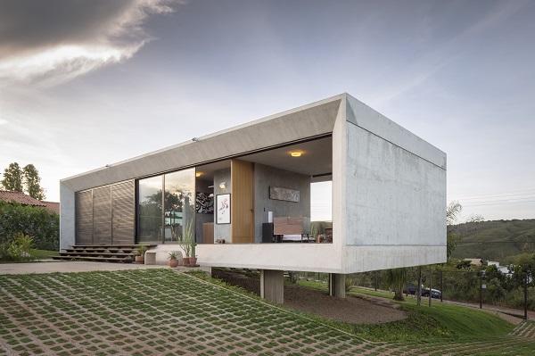 Jednoduchosť domu vám ukáže, že ku šťastiu stačí okno, posteľ a čerstvý vzduch