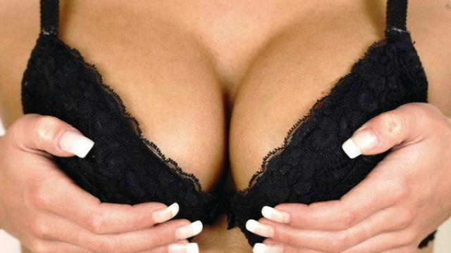 Zabudnite na silikóny ! Cvičenie vás dovedie ku krásnym prsiam