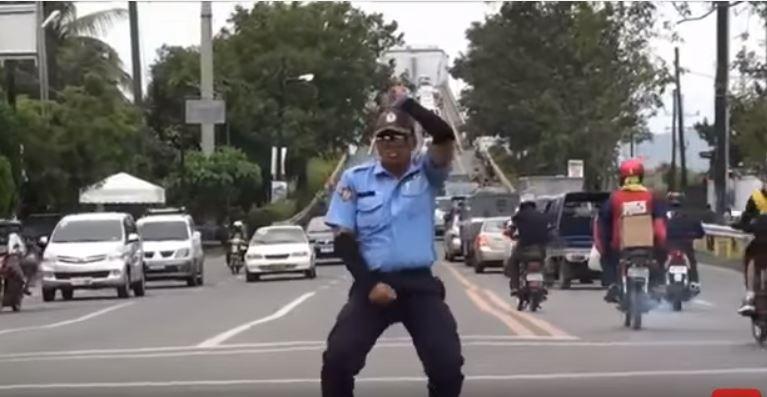 Zoznam 10 najlepších tancujúcich policajtov YOU TUBE