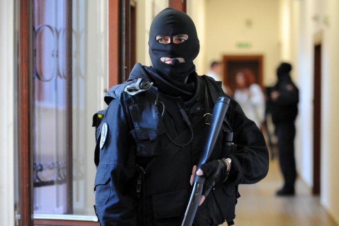 Protiteroristický zásah v košickej Steel Arene, ozývali sa výstrely zo samopalov