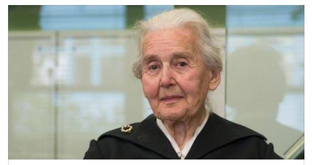 """Nemecká starenka verejne hlásala, že sa """"plynom v Osvienčime nezabíjali"""". Súd ju poslal do väzenia"""