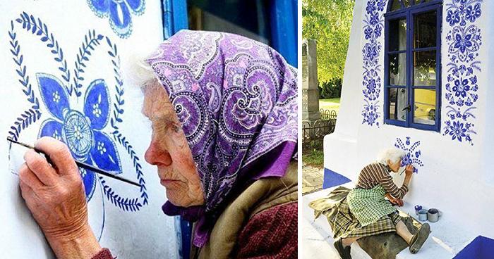 90-ročná Češka zmenila dedinu a umeleckú galériu vďaka ručnému maľovaniu kvetov na domy