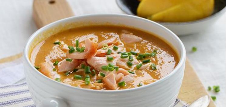 Zdravá lososová krémová polievka plná vitamínov