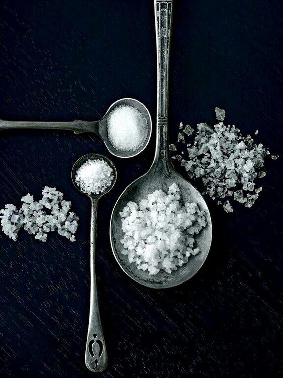 Vážne ochorenia spôsobené solením : Ako nadbytok soli sami na sebe spoznáte?