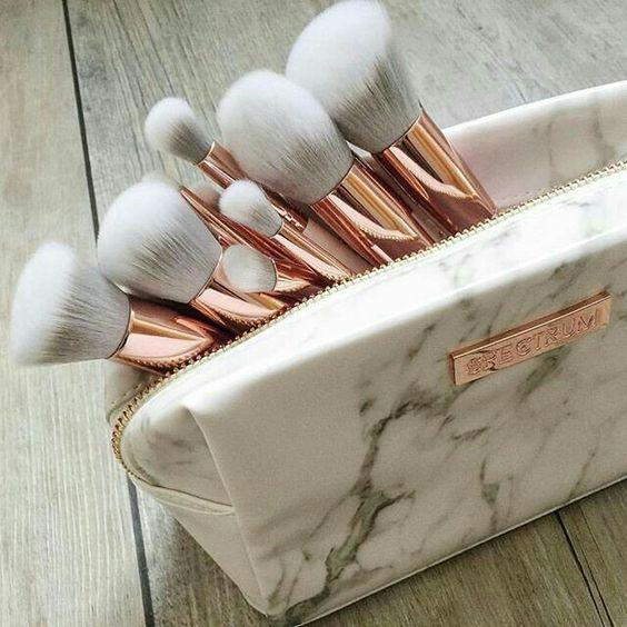 Aplikácia makeupu , ktorá je najvhodnejšia ? Prstom, štetcom alebo hubkou ?