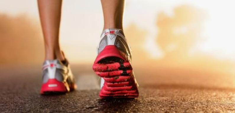 Strava najviac ovplyvňuje výkon bežca. Aké potraviny konzumovať pred behaním?
