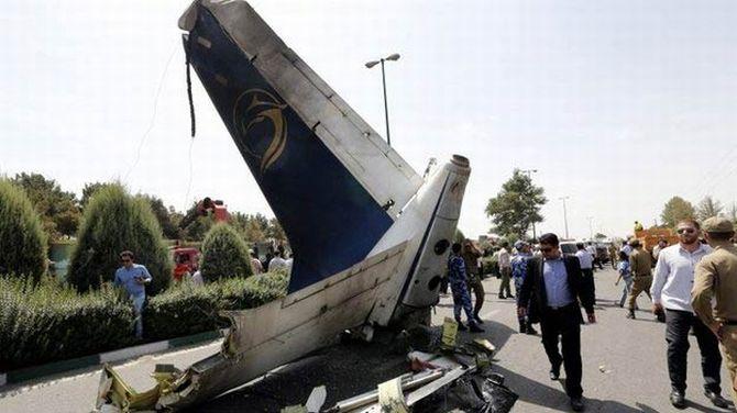 Zrútilo sa ďalšie dopravné lietadlo, zahynulo všetkých 66 pasažierov!