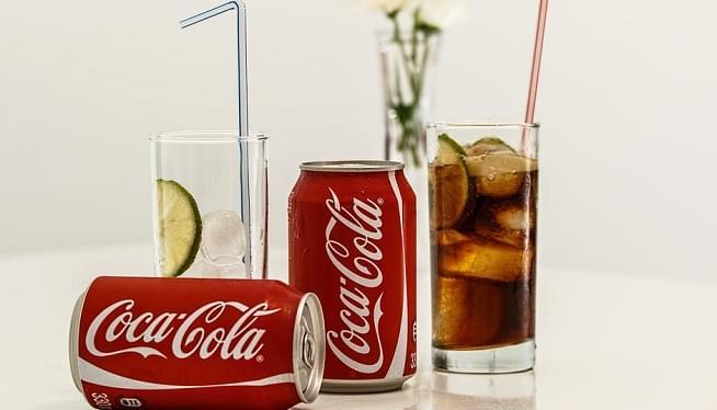 Coca Cola bude prvýkrát v histórií aj s alkoholom, ako bude chutiť?