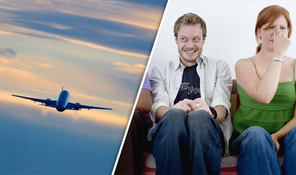 Lietadlo muselo nečakane pristáť kvôli nadmierne prdiacemu pasažierovi, riešila ho polícia
