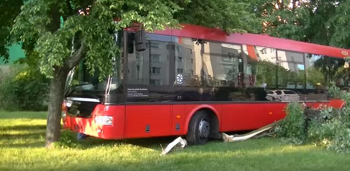 Dúbravku demoloval rútiaci sa autobus bez vodiča