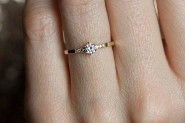 Zásnubný prsteň musí lahodiť očiam a otvoriť srdce
