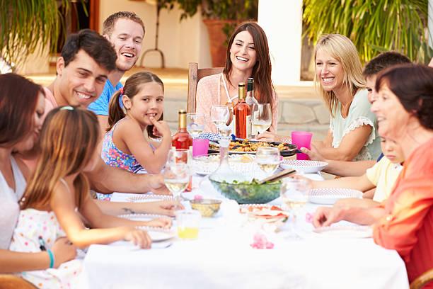Rodinné stretnutie na rozpálenej terase je minulosťou