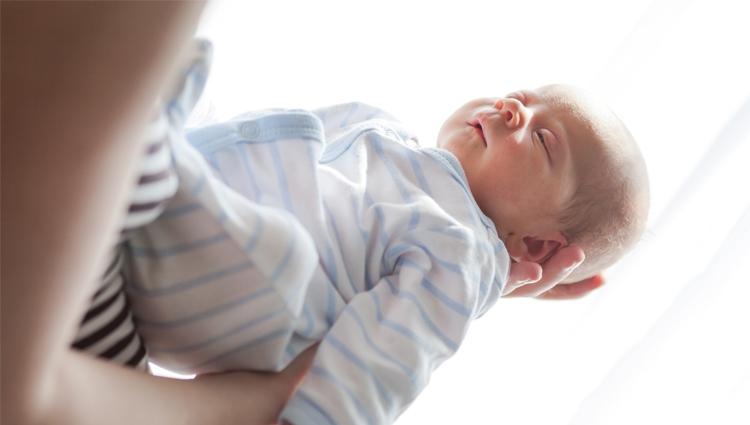 Novorodenec sa nakazil v pôrodnici vírusom, kvôli doživotnému postihnutiu dostane obrovské odškodné