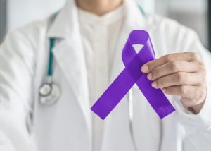 Na podporu boja proti rakovine pankreasu sa slovenské dominanty rozsvietia na fialovo