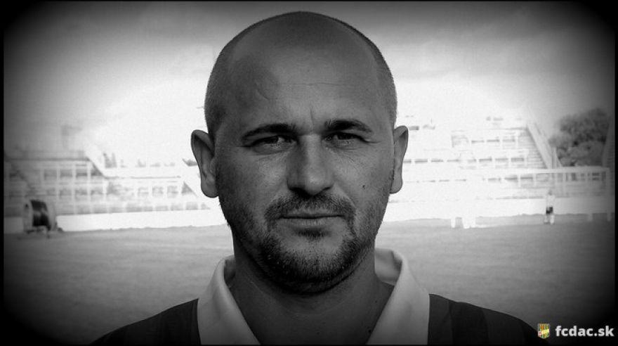 Na následky malárie zomrel známy slovenský futbalista