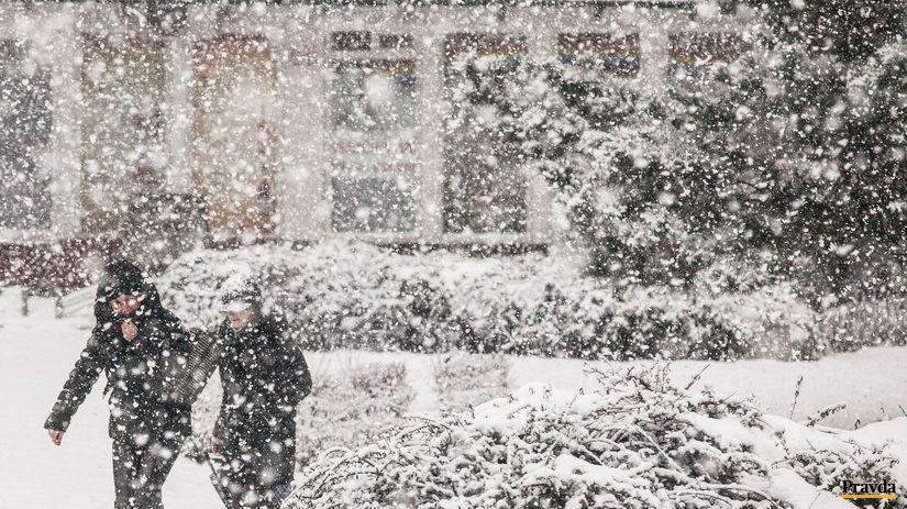 Cestári sú v pohotovosti, pod Tatry sa vracia zima