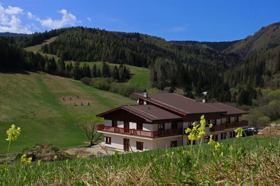 Okolie hotela Studničky láka mnoho turistov aj počas letnej sezóny