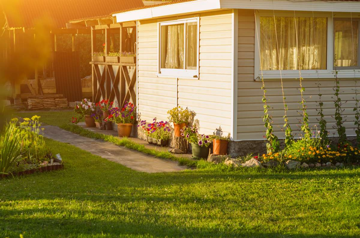 Ako si správne vybrať záhradný domček, altánok či chatku?