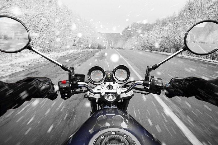 Bezpečná jazda na motorke v zime