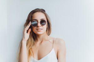 Slnečné okuliare sú skvelým módnym doplnkom