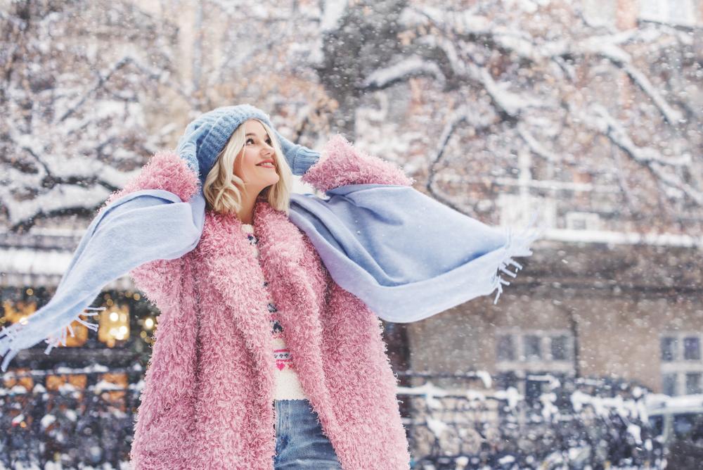 Elegantný, zimný outfit štýlovej ženy – čo v ňom nemôže chýbať?